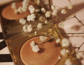maquillage et fleurs