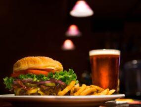 Burger et verre