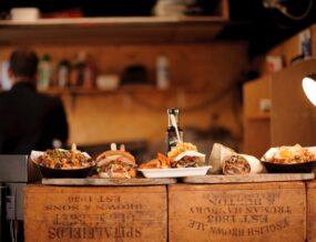 Sandwichs sur une table